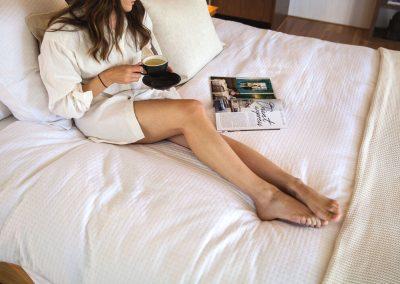amaroo_spa_retreat_bedroom_coffee