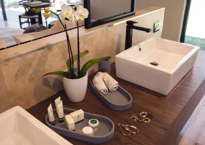 amaroo-retreat-chalet-bathroom